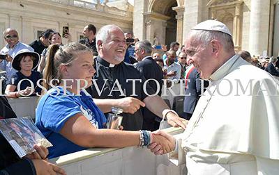 Papa Francesco benedice la fiaccola